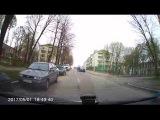Гаишник почти уговорил водителя, показать водительское удостоверение.