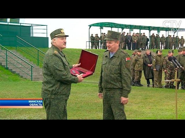 По завершении «Запад-2017» Президент вручил награды отличившимся солдатам и офицерам