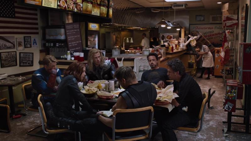 Мстители едят шаурму:D