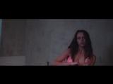 Тереза Палмер (Teresa Palmer) голая в фильме «Берлинский синдром» (2017)