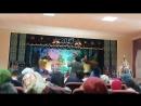 Сунак ата ауылының жаңажылдык концертінде өнер көрсетуде