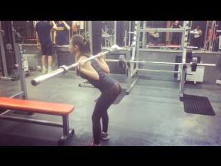 Марина Аксенова - наклоны со штангой 20кг свой вес 42,5