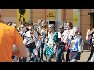 Музыка объединяет: кришнаиты и зомби на Б. Покровской