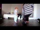 Танцевальный баттл между отцом и сыном. Эту супер мило =)