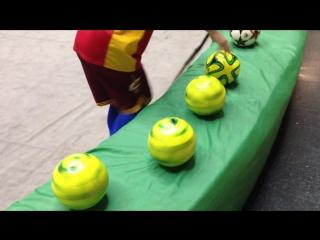 Крутящиеся Мячи! Жонглёр Никс
