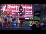 Дуся танцует Чунга-Чанга с маленькими ангелочками ) Она бы и спела, но не знает русского языка)