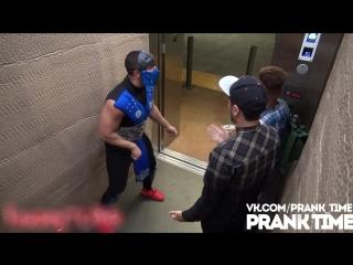 Mortal Combat в лифте 2