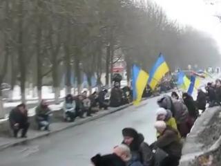 Краматорск сегодня ползал на коленях перед убитым в ЛНР боевиком ОУН.