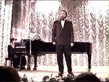 Поет Владимир Опенько, аккомпанирует  Ольга Орлова. 6 февраля 2004 года