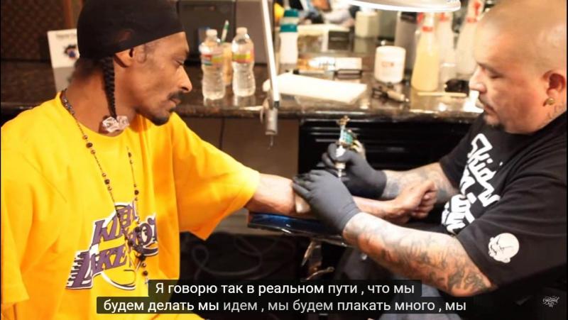 Snoop Dogg бьет татуху - Nate Dogg.-[ Татуировка содержит портрет Nate'а и текст, «Все псы попадают в рай»].HD.720.p
