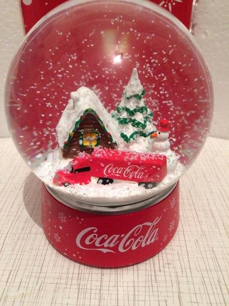 Хотелось бы купить новогодний шар от Кока колы, у кого-нибудь есть? Пи