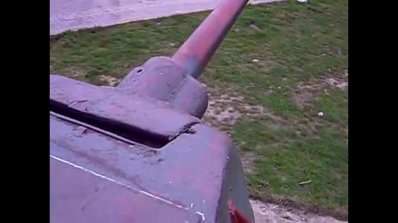 Танк Т34 Рыжий из фильма 4 танкиста и собака . Стоит в польше на 191м км трассы N7 Гданьск-Варшава в 12 км от Грюнвальда.