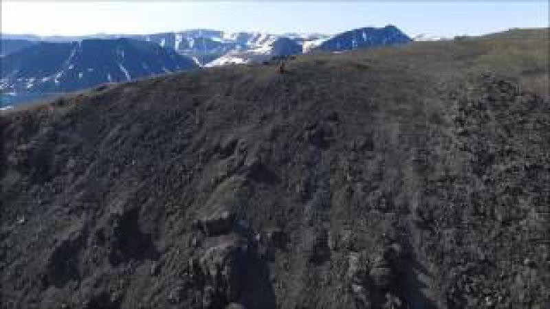 Гора Вихрь и поселок Провидения с высоты