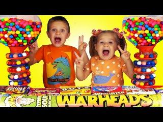 КИСЛЫЕ и До Слез ПЕКУЧИЕ Супер КОНФЕТЫ из Америки Видео Для Детей Конфет A lot of Gummy Candy sweets