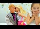 Видео для девочек. Кукла БАРБИ и Кен идут на свидание. Игры с Барби одевалки