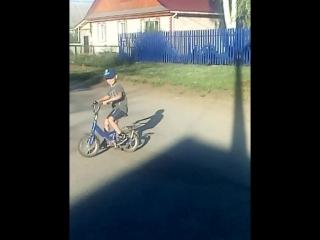 урааааа моё солнышко научился на двух колесах 😘😘😘😘😘😘😘любимый мой