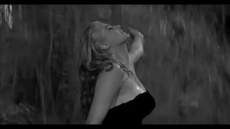Мой любимый эпизод из Сладкой жизни Феллини 😍❤ Ночное купание Аниты Экберг в фонтане Треви.. 🙈😮😍😘 Кстати, купание в фонтане Т