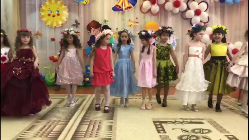 Выпускной 2017. Внучка в бордовом длинном платье.