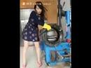 Шиномонтаж от девушки в платье The tire from the girl in the dress 웃음참기 거의불가능 - 아재쇼 2016