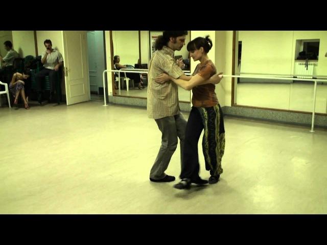 Sacados and ganchos in curcular movements