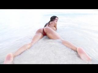 Скриншот: Luna Star - South Beach порно звезда модель отрывается голышом на пляже, клип секс, эротика сиськи жопа голая молодая девушка