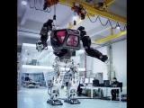 4-метровый робот, который имитирует движения человека