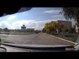 Полицейский УАЗик заезжает под знак кирпич Лисаковск (вот такая у нас полиция)