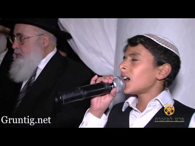 Uziya Tzadok -Kochav Meir   Live At Chuppah עוזיה צדוק בחתונת נכדת הרב עובדיה ז