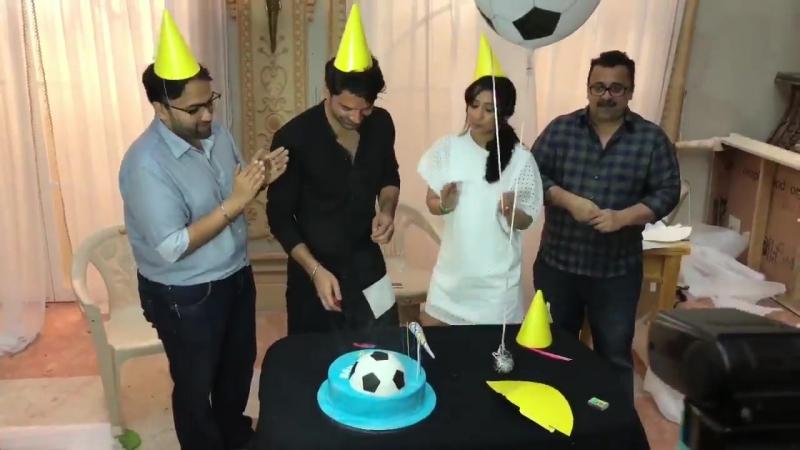 Команда фильма Ты мое воскресенье поздравляет Баруна Собти с днем рождения