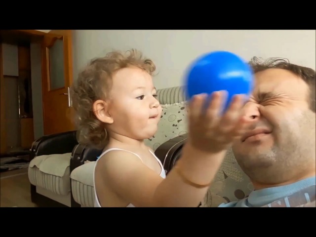 Babasının Yüzüne Estetik Ameliyat Yapan Küçük Kız
