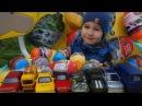 Открывать киндер ЯЙЦА с МАШИНКАМИ Технопарк на детской площадке