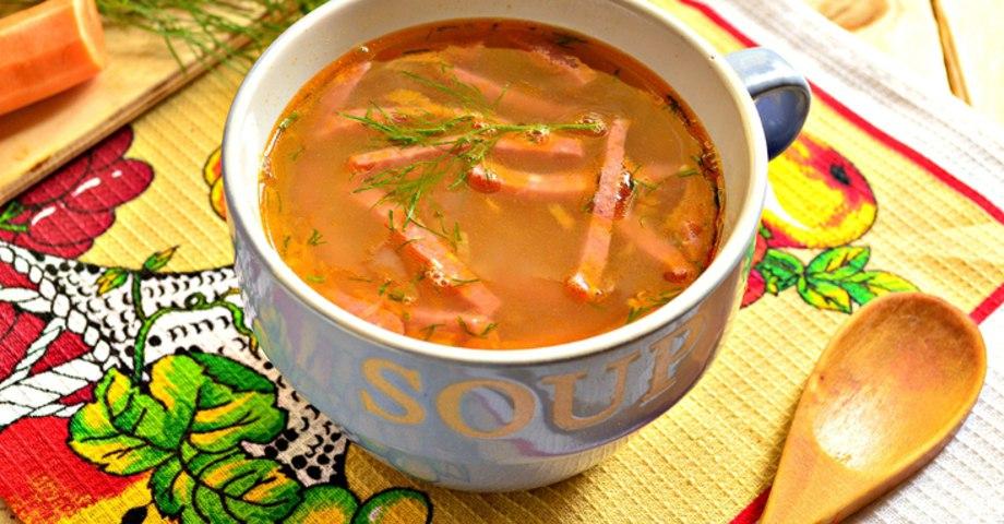 Гороховый суп с копчёной колбасой и зеленью