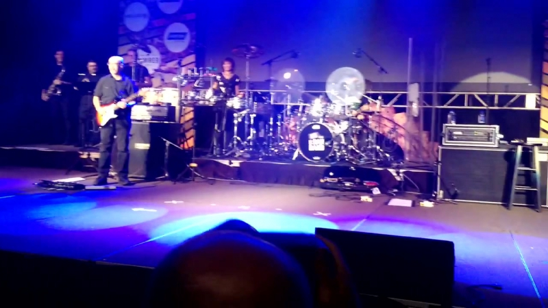 Gary Sinise and the Lt. Dan Band - band intros