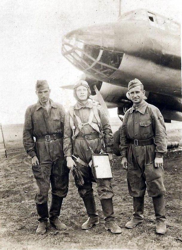 Экипаж бомбардировщика Ту-2, гвардии младшего лейтенанта Апарина Н.Н.