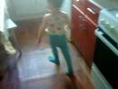 Танцует Андрюша