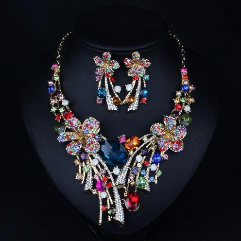 Праздничное ожерелье с сережками