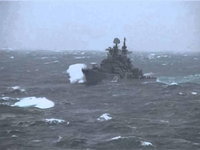 Эскадренный миноносец Адмирал Ушаков преодолевает шторм ЖЕСТЬ