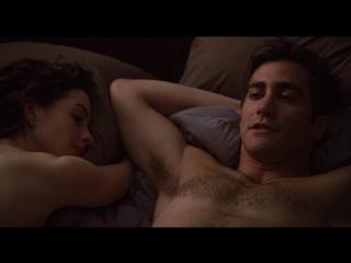 Энн Хэтэуэй (Anne Hathaway) голая в фильме «Любовь и другие лекарства» (2010)