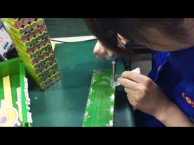 Assembling a large battery of 18650 lithium ion battery. How it make in Chinese factory