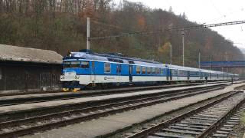 VLAKY-DIMIR (HD): Na skok ve stanici Adamov dne 16.11.2016 (trať 260)