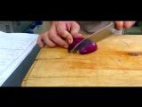 Как нарезать лук листочками?