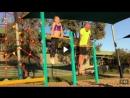 Отец копирует гимнастические упражнения дочери