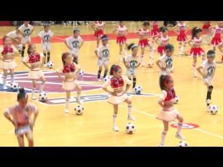 Как тренируются маленькие любители футбола в Поднебесной