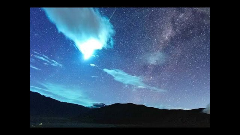 Meteor Flash! Eta Aquarid Leaves Smoke Trail Over Mount Bromo   Video