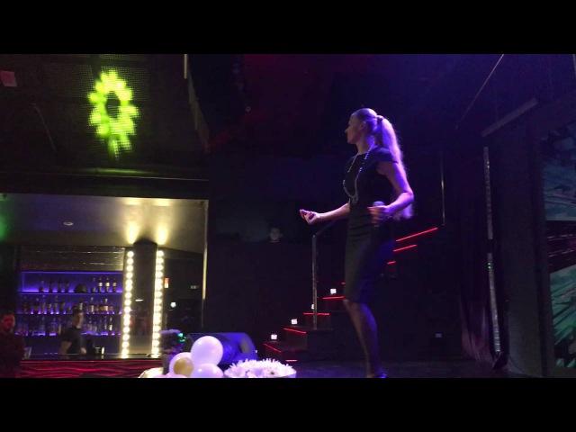 Олеся Евстигнеева и Оксана Казакова в клубе