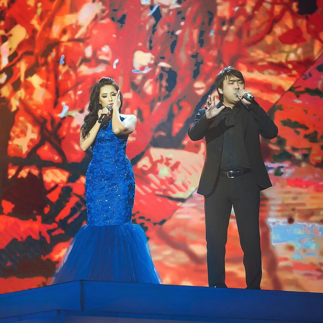 Мейрамбек Бесбаев & Мадина Садуақасова - Жаңбырлы күз (2016)