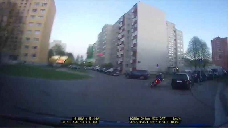 VIDEO Politsei eest kimanud mopeedijuhi võttis rajalt habras