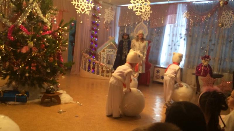 Танец белых медведей