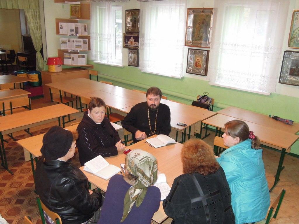 В воскресной школе Петропавловского храма станицы Зеленчукской обсудили вопросы загруженности школьников