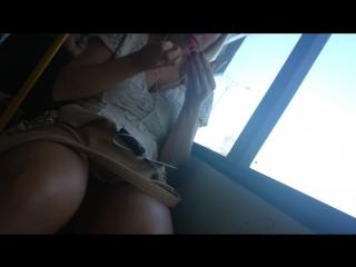 Знаменитостей смотреть подсмотреть под юбкой в автобусе эро фото